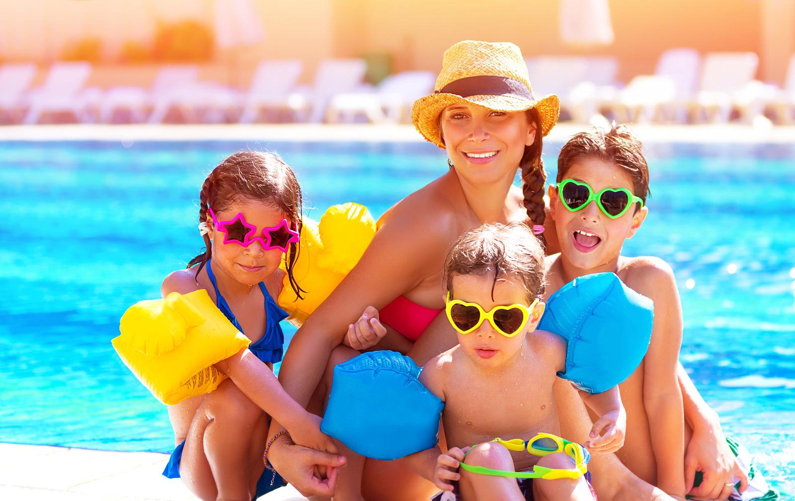 Аптечка у відпустку: які препарати взяти на відпочинок з дітьми