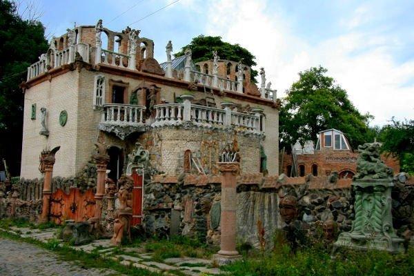"""Нові """"замінування"""" в Луцьку: перевіряють дитсадок і будинок Голованя"""