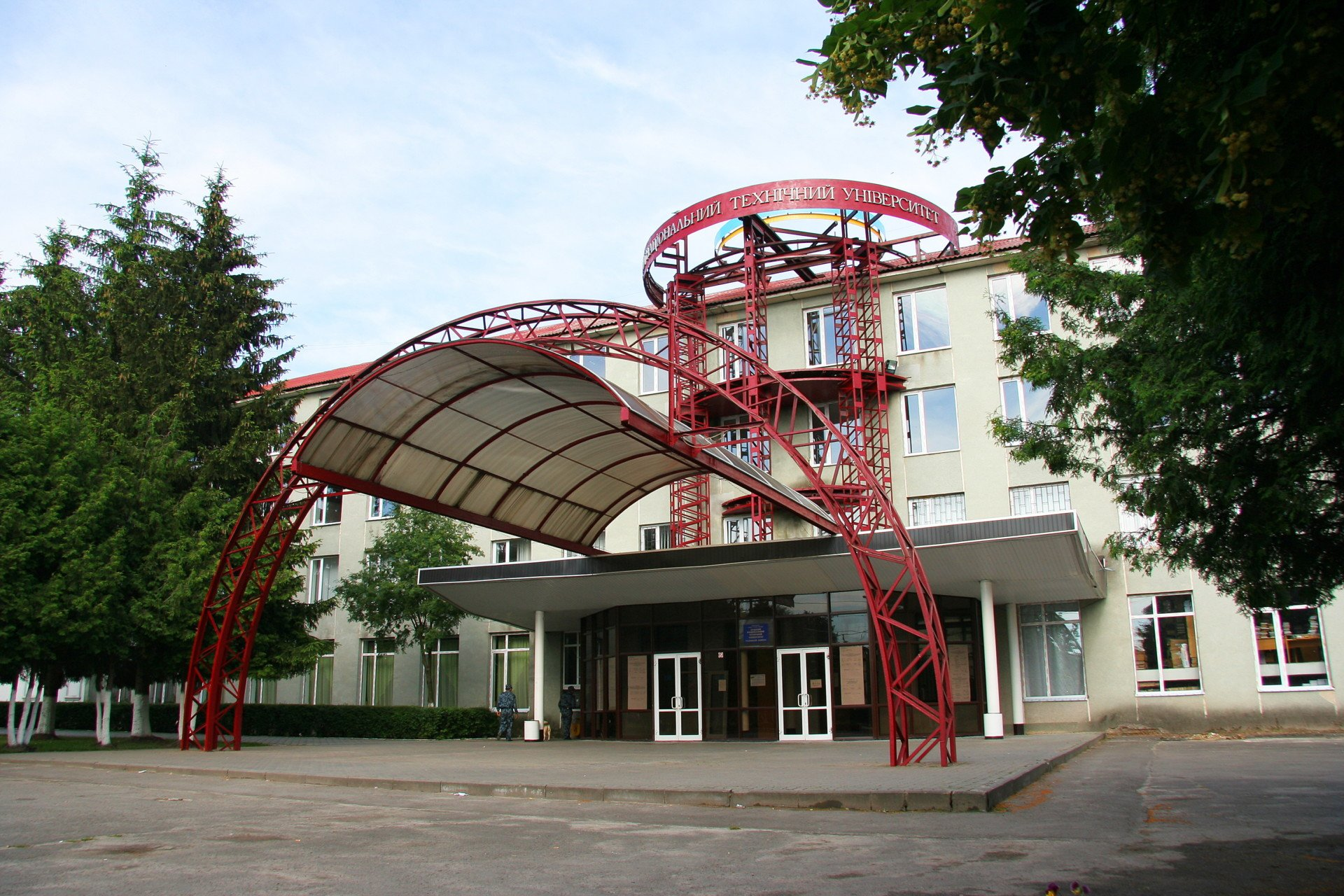 У Луцьку поставили оригінальний пам'ятник студенту. ФОТО