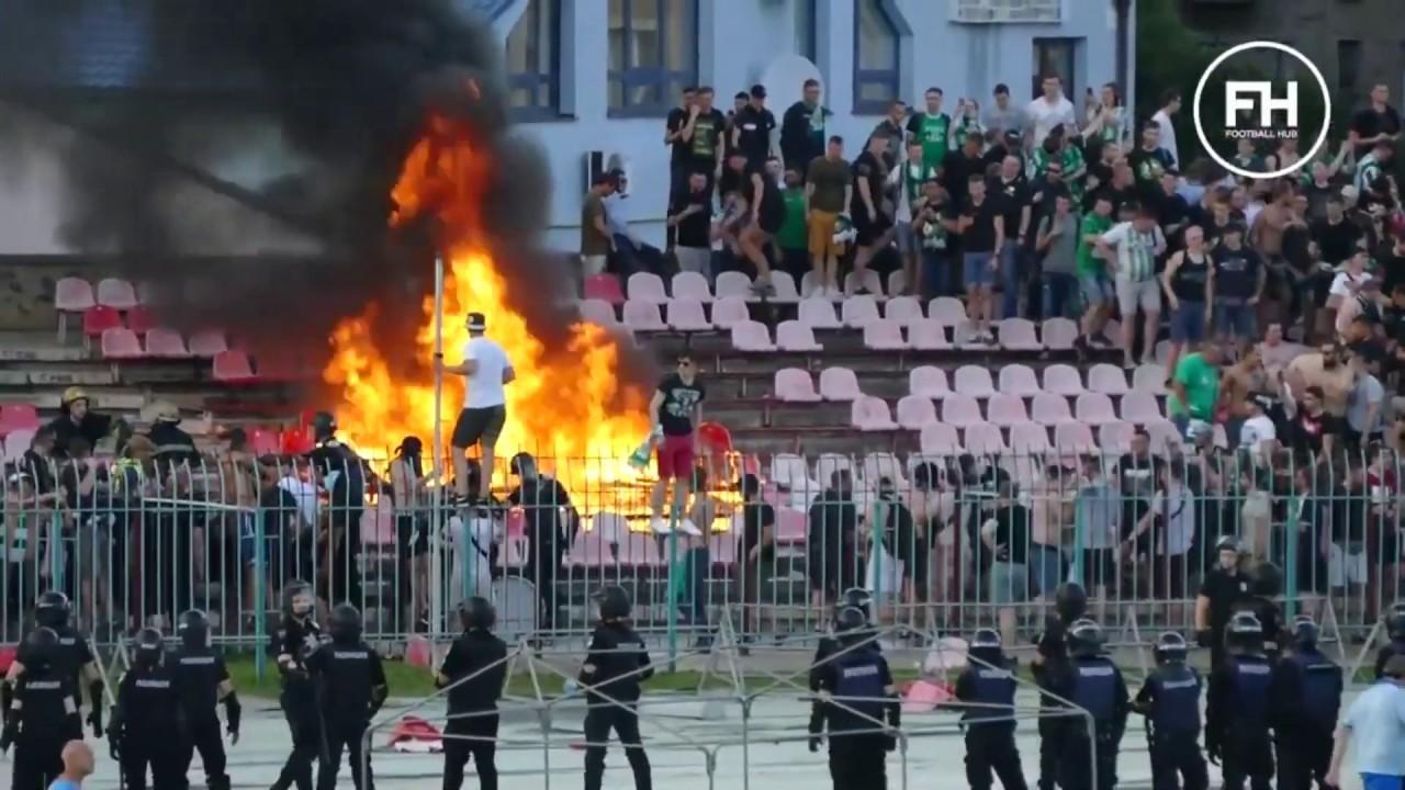 """Зривали та палили сидіння: поліція візьметься за вболівальників, які нищили """"Авангард"""". ВІДЕО"""
