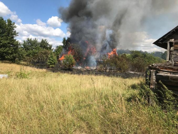 У селі на Волині вогонь вщент знищив два будинки. ФОТО
