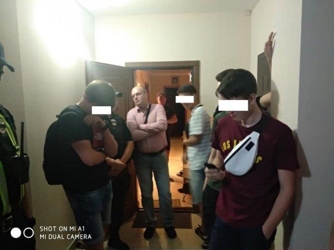У Луцьку п'яні підлітки слухали гімн Росії і кидалися на людей. ФОТО. ОНОВЛЕНО