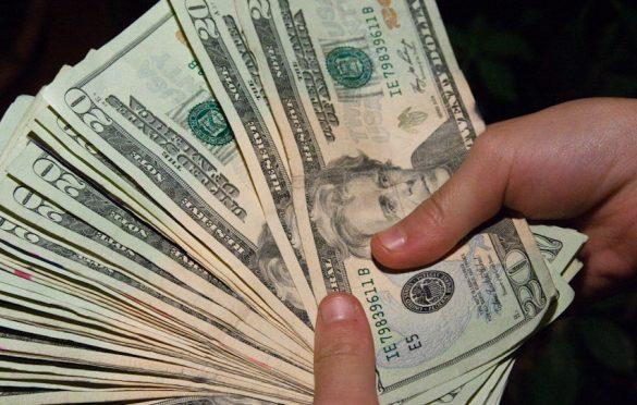 Сільський голова на Волині вимагав 15 тисяч доларів хабара. ВІДЕО