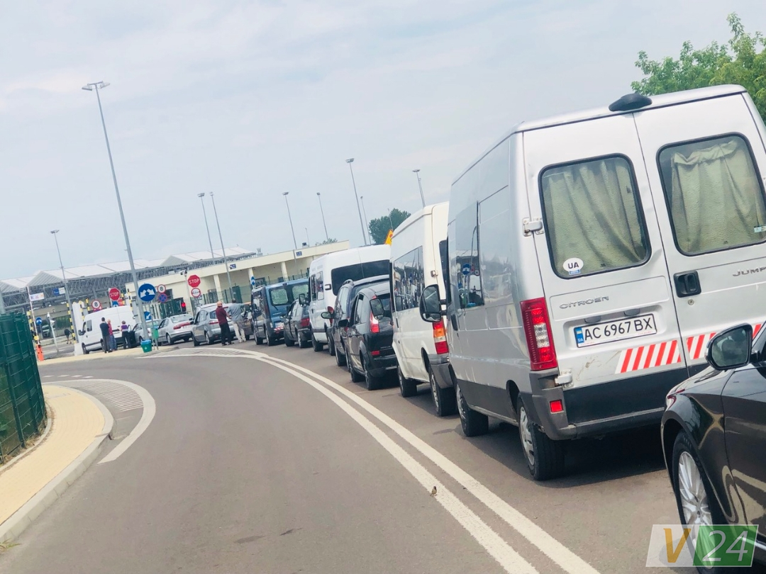 У чергах на польському кордоні – майже 200 машин
