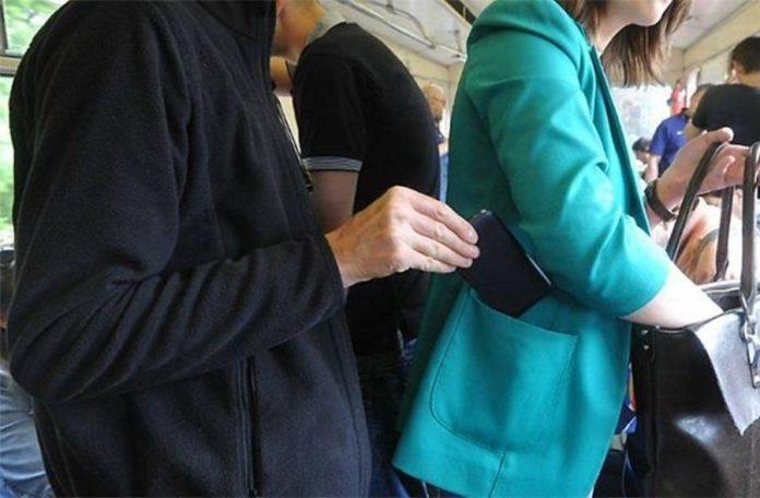Злодій з Донецька обкрадав лучан у маршрутках і тролейбусах