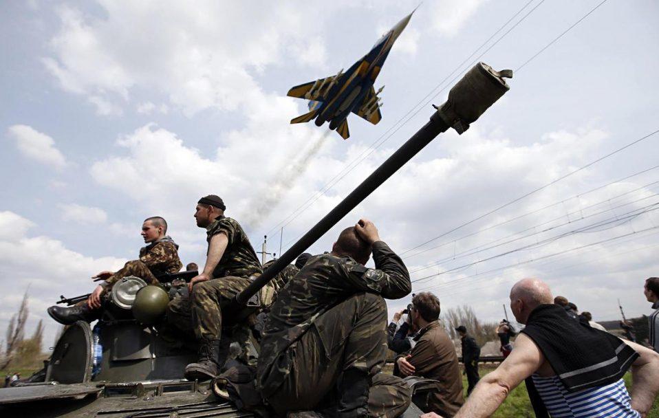 День Незалежності на фронті розпочався з обстрілів бойовиків