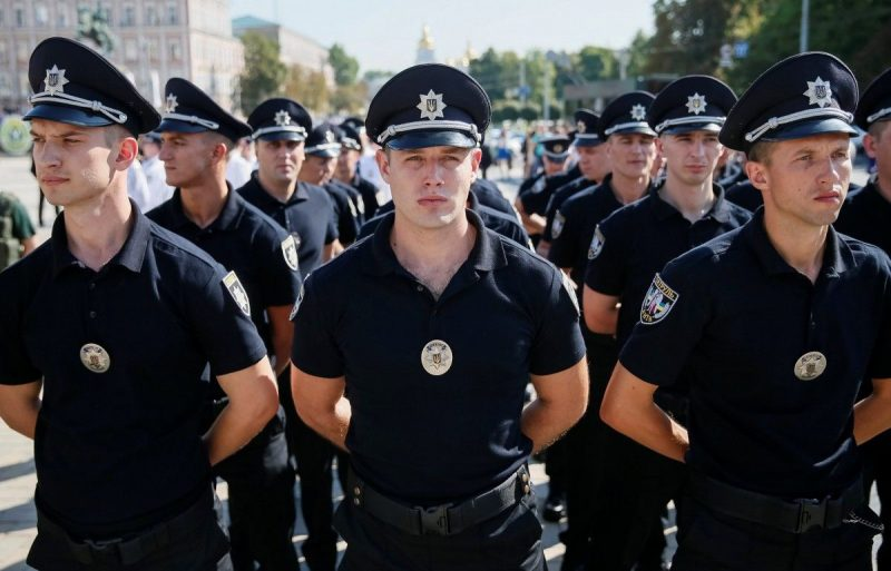 Волинян кличуть іти на роботу у поліцію. Зарплата – від 9 000 гривень