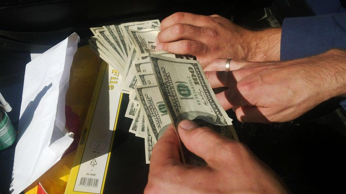 У Луцьку посадовця  Держекоінспекції області взяли на хабарі. Вимагав понад 5 000 доларів. ФОТО
