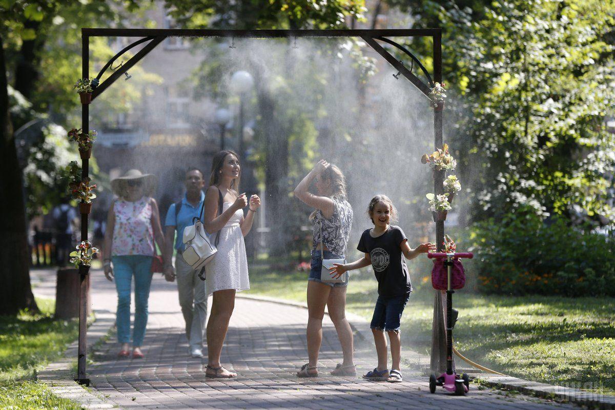 Коли в Україну прийде літнє тепло