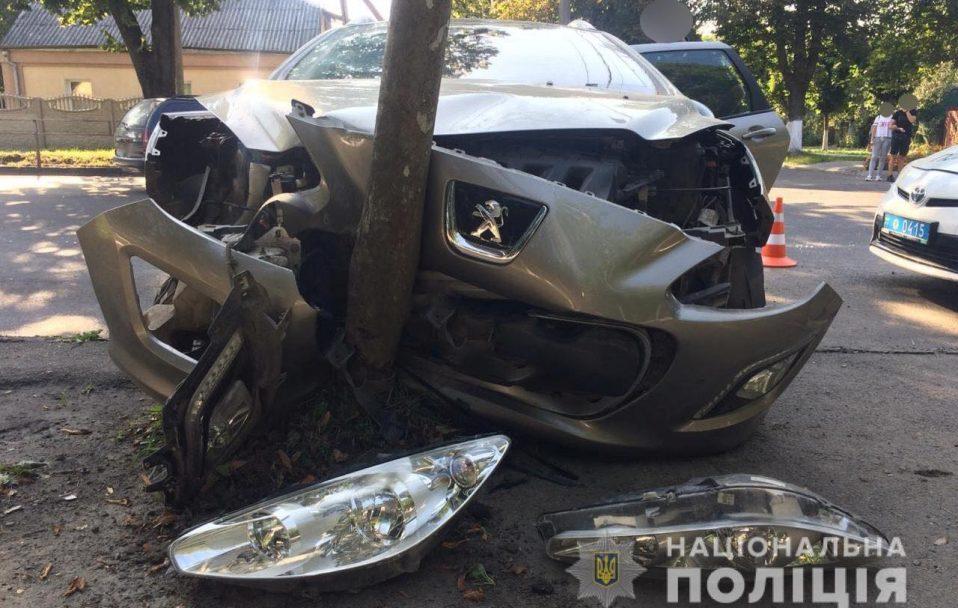 """Аварія у Луцьку: п'яний чоловік влетів у """"Peugeot"""". ФОТО"""