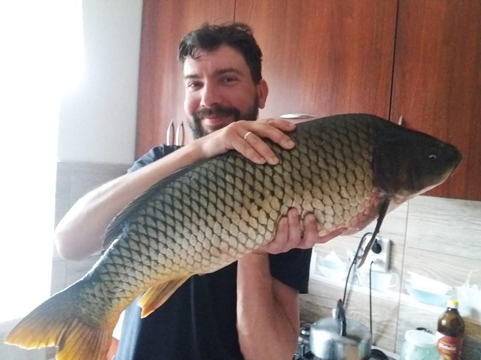 Відомий журналіст Костянтин Яворський піймав величезну рибину. ФОТО