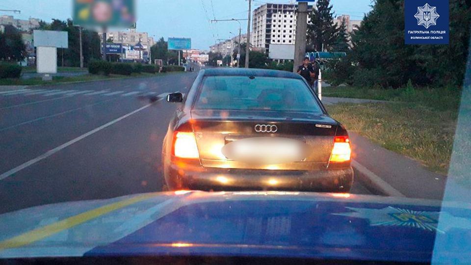 У Луцьку піймали водія-порушника: в салоні авто знайшли наркотики. ФОТО