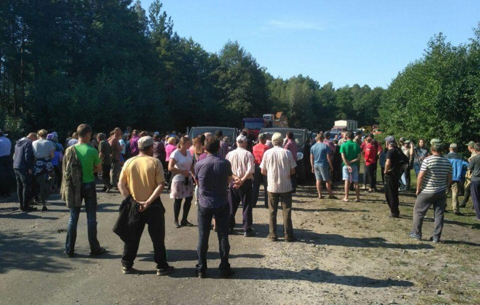 У Маневицькому районі селяни заблокували техніку «Волиньприродресурсу». ФОТО