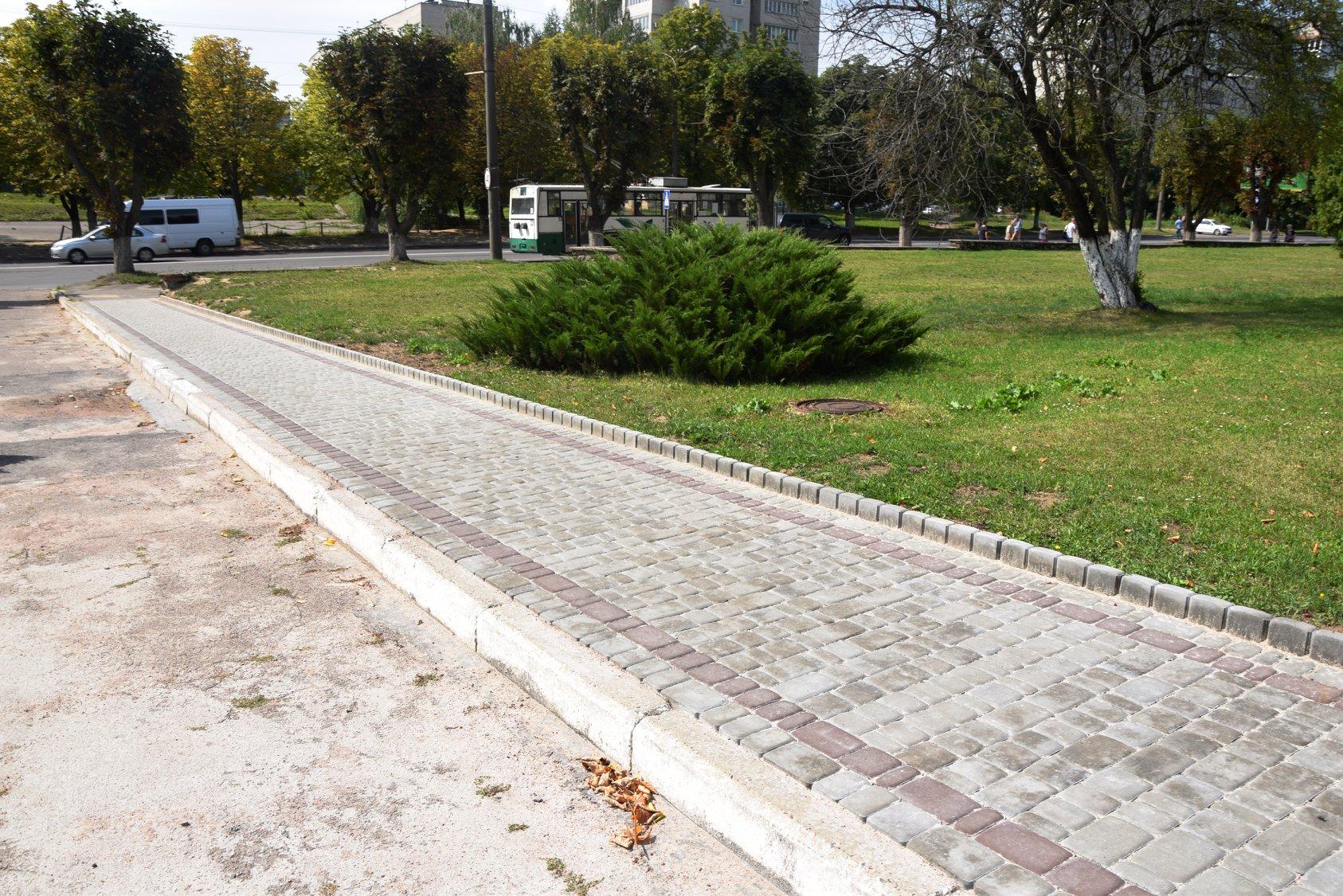 В Луцьку  з'явилися  нові пішохідні доріжки. ФОТО