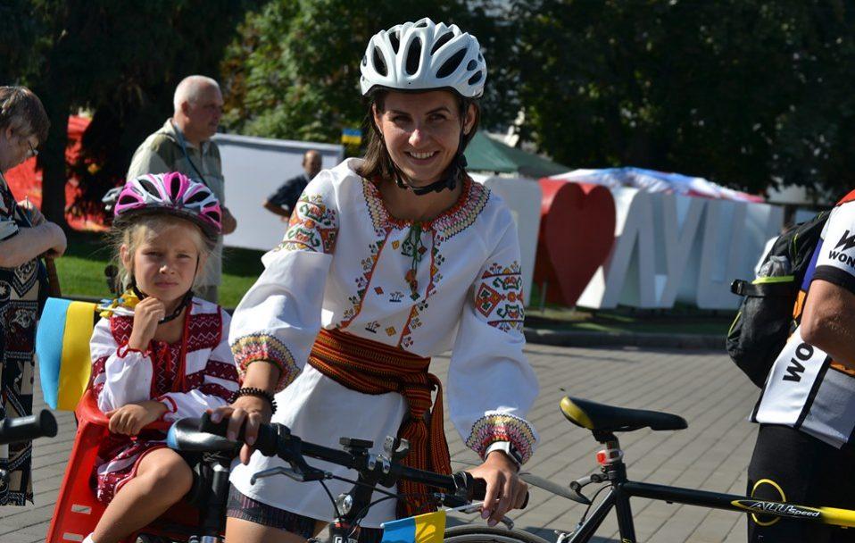 Лучани влаштували велопробіг у вишиванках. ФОТО
