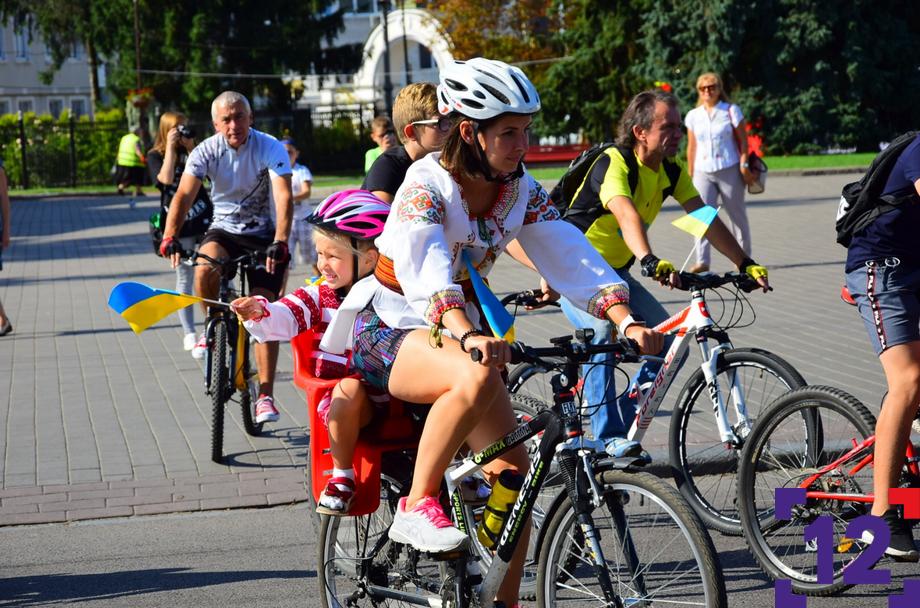 На День Незалежності у Луцьку влаштували масштабний велопробіг. ФОТОРЕПОРТАЖ