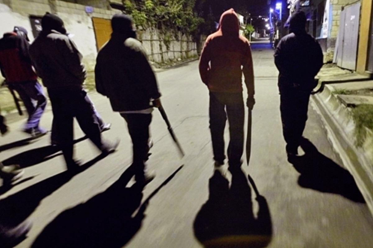Знущалися та пограбували: на 18-річну волинянку напали кілька чоловіків