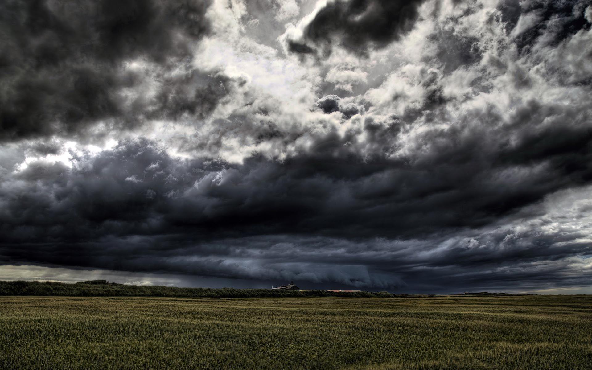 Волинян попередили про грозу і сильний вітер