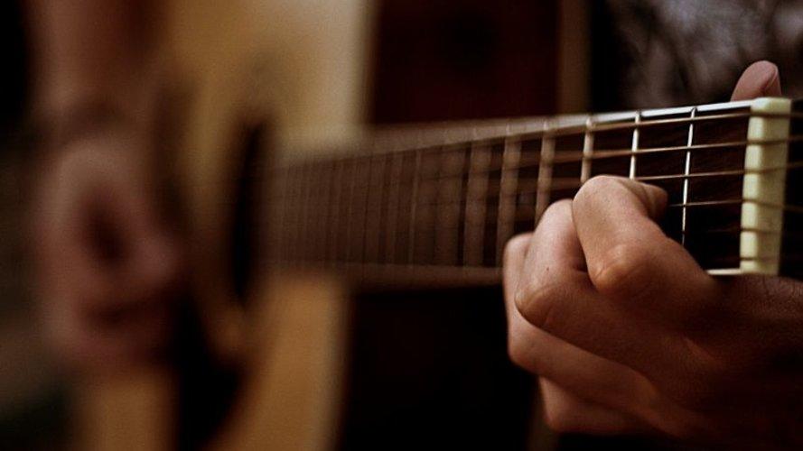 На Волині п'яний чоловік вбив співмешканку гітарою. Тіло знайшли через день
