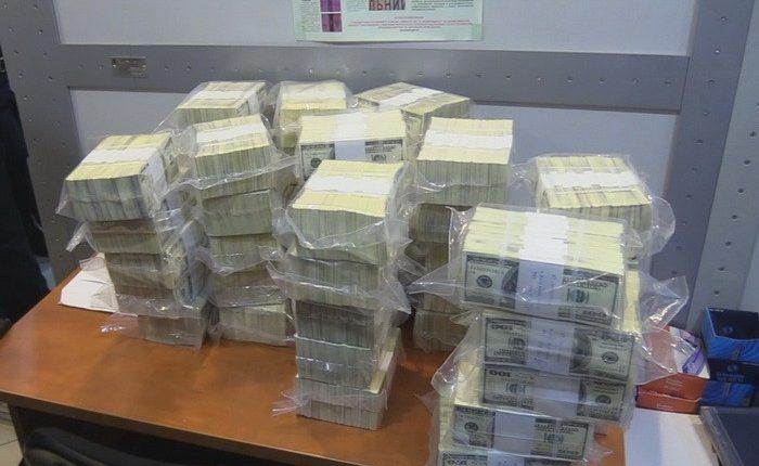 На хабарі 480 000 доларів піймали заступника міністра з питань окупованих територій