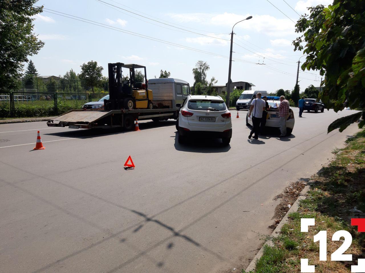 ДТП у Луцьку: не розминулися два автомобілі. ФОТО