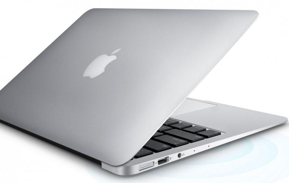 """На """"Ягодині"""" у жінки конфіскували продукцію Apple на понад 1 000 000 гривень . ФОТО"""