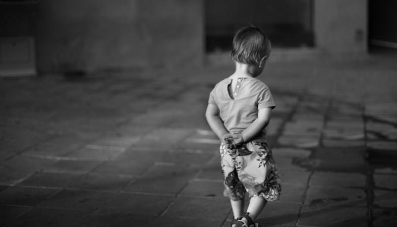 Босоніж і лише в піжамі: Луцьком блукав хлопчик, який шукав маму. ФОТО