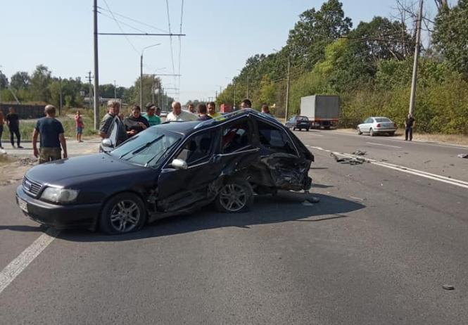 Масштабна ДТП біля Луцька: стукнулися 3 машини. Є постраждалі. ФОТО
