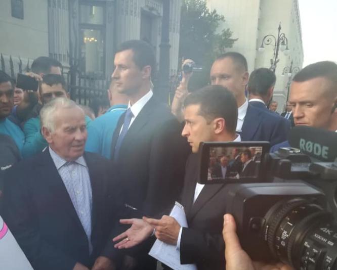 Зеленський вийшов до волинян, які влаштували акцію під Офісом Президента. ФОТО