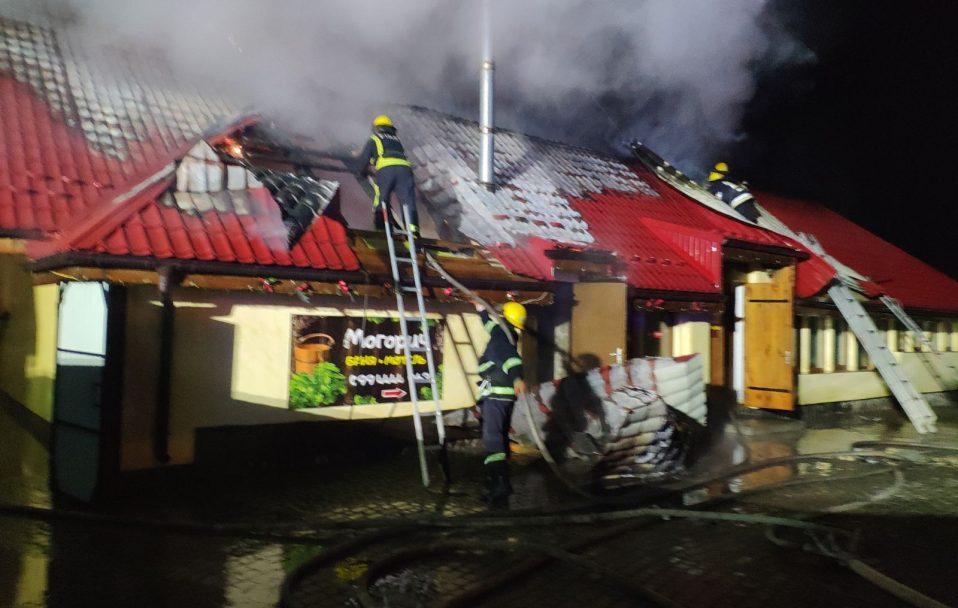 Повідомили ймовірну причину пожежі у мотелі біля Луцька. ФОТО