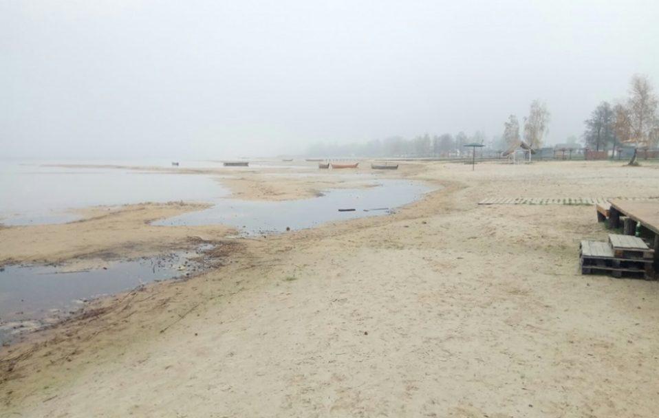 Вода відійшла на 30 метрів: взялися обстежувати обміління Світязя. ФОТО