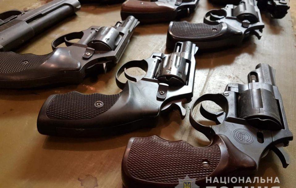 Волиняни роззброюються: 373 одиниці зброї та понад 650 боєприпасів здали у поліцію. ФОТО