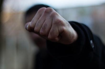 У Нововолинську двоє підлітків пограбували та побили чоловіка