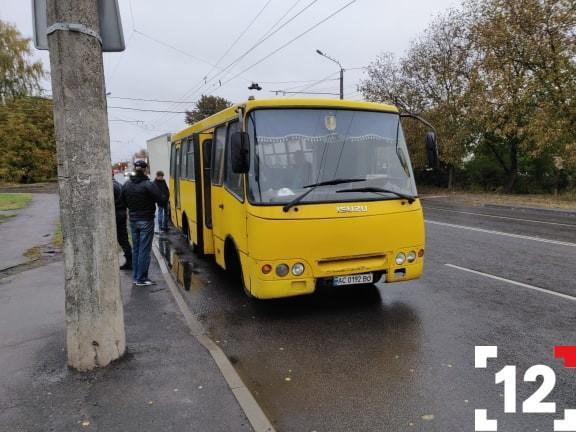 У Луцьку – аварія за участі маршрутки. ФОТО