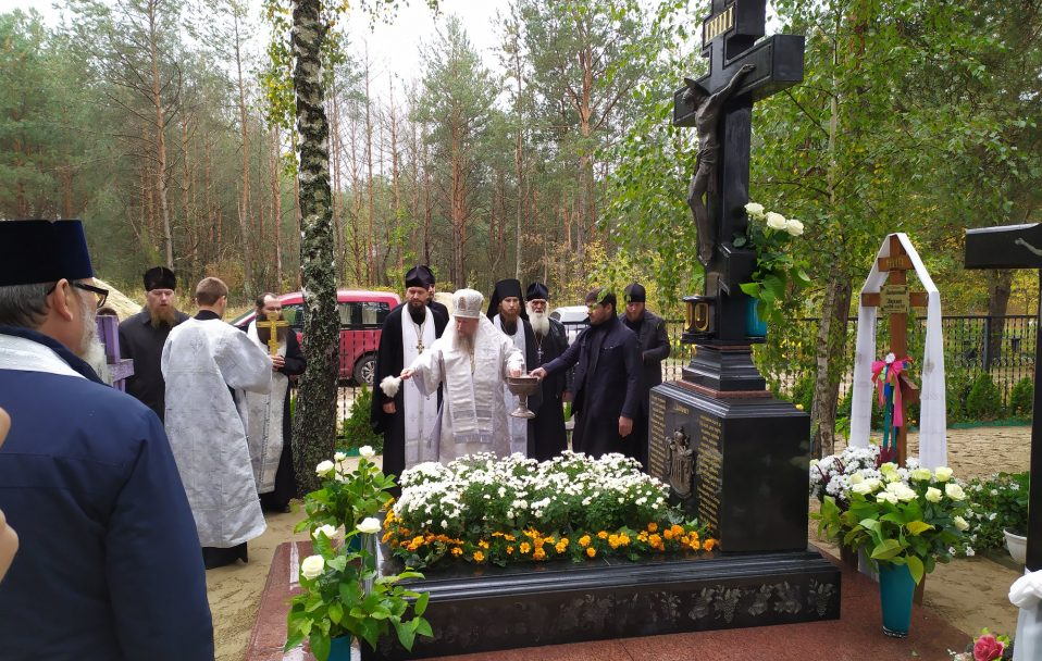 У селі на Волині на могилі митрополита Ніфонта освятили пам'ятник. ФОТО