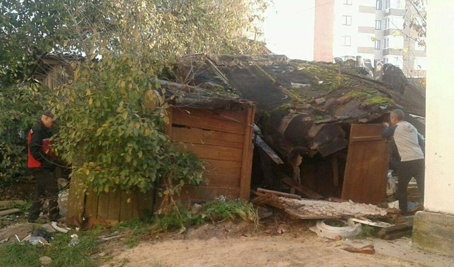 У Луцьку демонтували споруду, яка стала сміттяркою. ФОТО