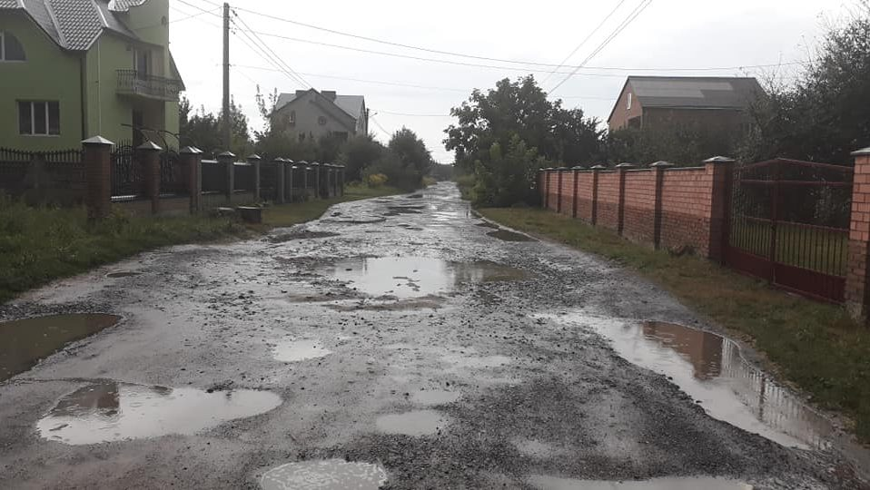 """У селі біля Луцька роблять ремонт вулиці. Показали фото """"до"""" і """"після"""""""