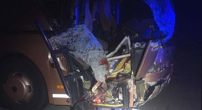 Смертельна ДТП: у вантажівку, якою керував волинянин, в'їхав автобус із людьми. ФОТО