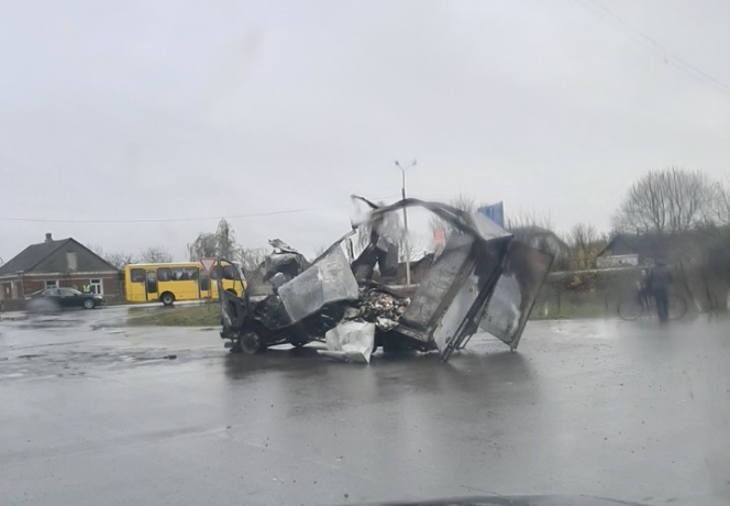"""У селі біля Луцька вщент згоріла """"ГАЗель"""". За кермом був 19-річний водій. ФОТО"""