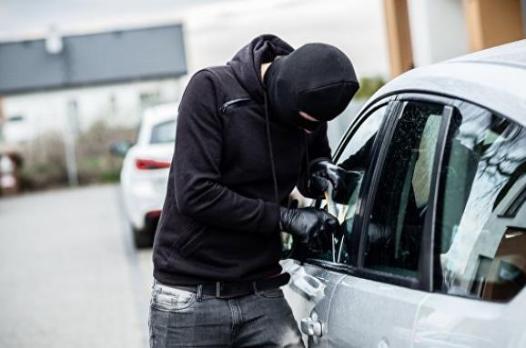 Підлітки вкрали «Mercedes» у Луцьку