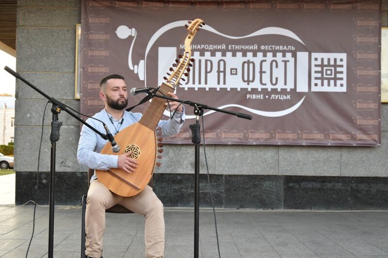 Кобзарі та лірники з усієї України з'їхалися в Луцьк. ФОТО