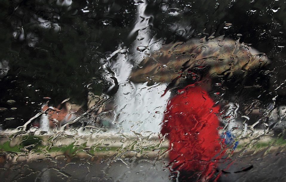 Волинян попереджають про штормовий вітер і дощ