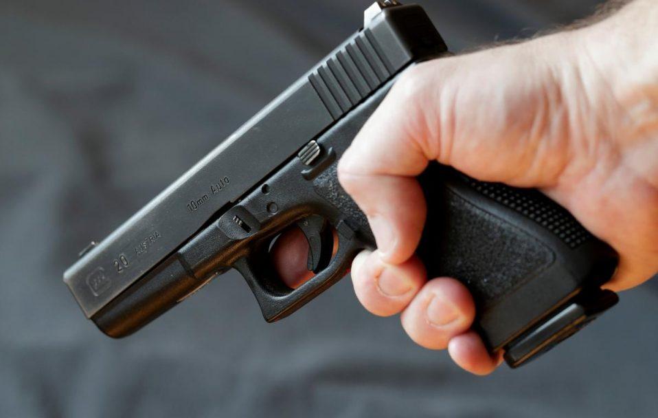 Біля церкви в Луцьку чоловік із пістолетом «віджав» у власника євробляху