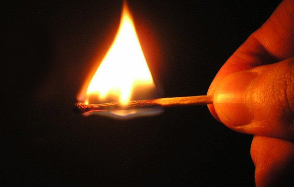 Жителів луцької багатоповерхівки тероризують підпалами. ФОТО