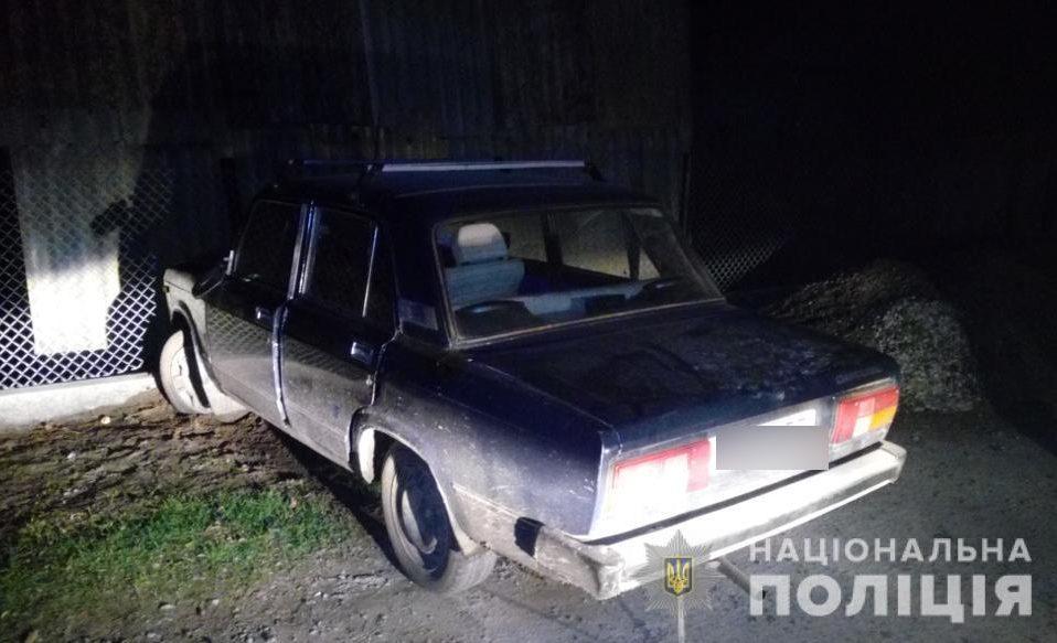 На Волині чоловік вкрав авто, врізався у паркан і втік