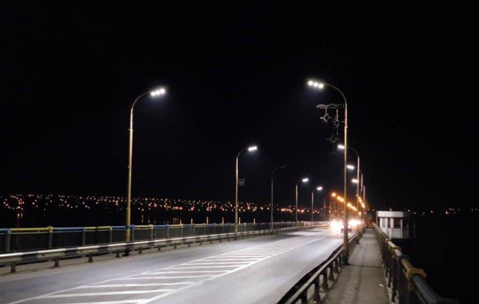 У Луцьку на Рівненській встановили LED-освітлення. ФОТО