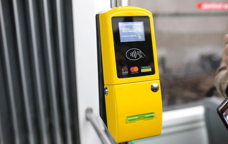 Лучани хочуть розраховуватися у транспорті банківською карткою