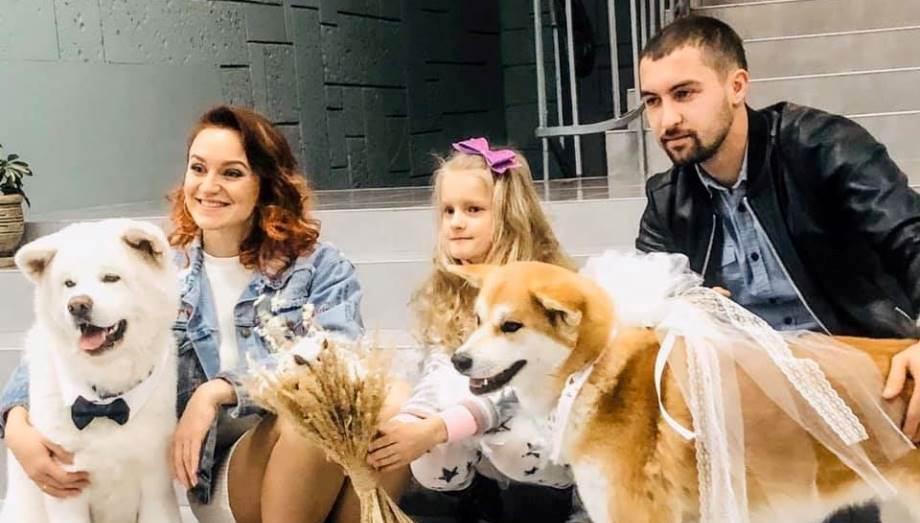 На весіллі у волинських молодят почесними гостями були собаки. ВІДЕО