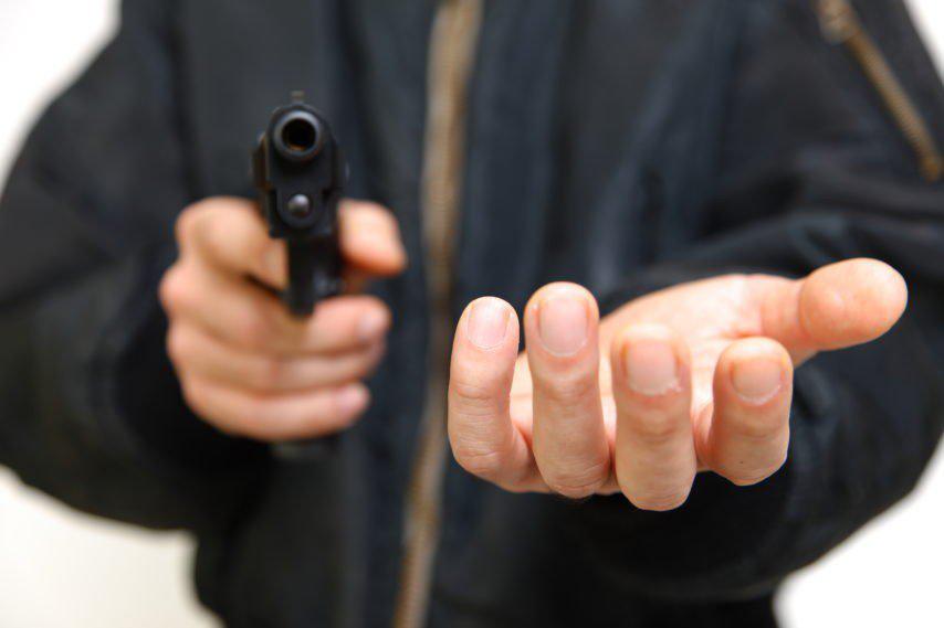 У медичній масці та з іграшковим пістолетом: лучанин пограбував кредитну спілку