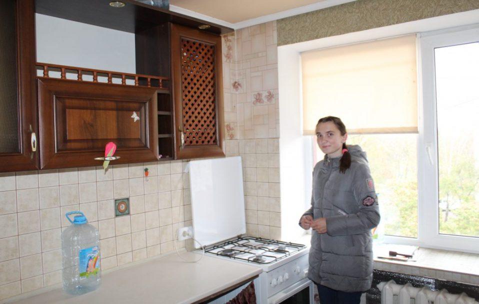 Двом дівчатам-сиротам з Нововолинська вручили ключі від квартир. ФОТО